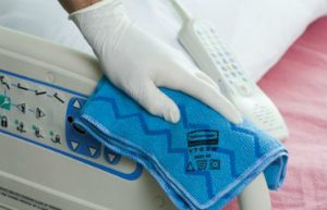 limpieza-bayeta-cama-hospital