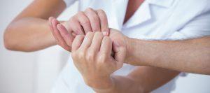 Tratamiento rehabilitador en manos y brazos